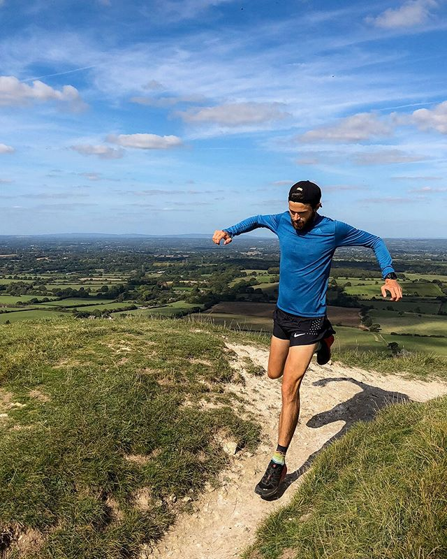 Can't wait to get back racing again, this time tackling the South Downs Way 50 mile tomorrow! ⠀ Running from Worthing to Eastbourne along the beautiful national trail, the undulating terrain should lead to some quick times.. ⠀ Purposely not focusing on any goals though, just want to simply have a good strong run. ⠀ All the best to those running Manchester on Sunday! Can't wait to hear all your tails of how it went..let me know!  Wherever you're running, racing or training this weekend, have a GREAT one!!