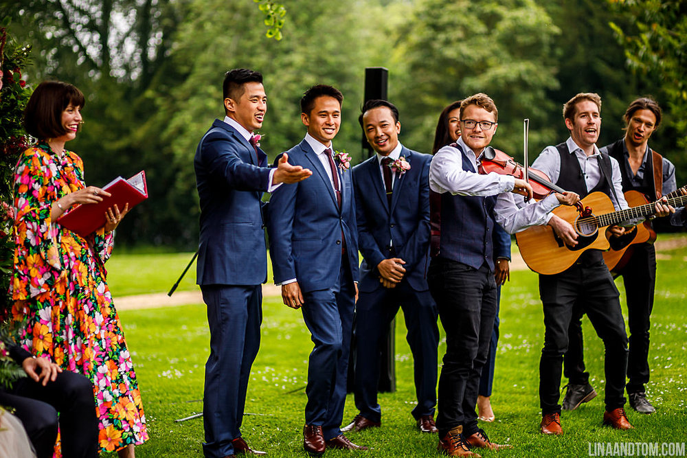 Kim and Ho's chose to celebrate their humanist wedding ceremony outside at Aynhoe Park. Music was provided by the fabulous Fiddlin' About.