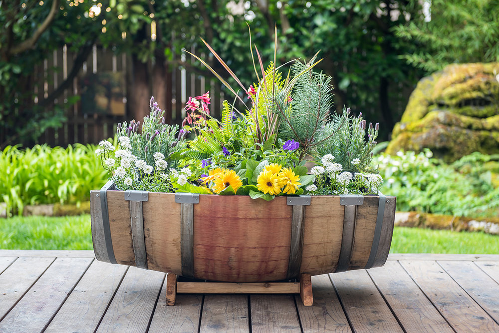 Oak Barrel Garden Dimensions: 26u201dx35u201dx15u201d