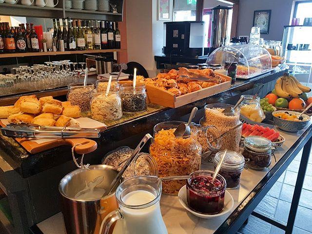 Wakey, wakey!! Time for breakfast . . . . . #breakfast #wakeywakey #risenshine #connemara #clifden #theinntothewest #galway #wildatlanticway #travelireland #exploremore #travel #nofilter #buffet #fresh #instatravel #irelande #irland #irelanddaily