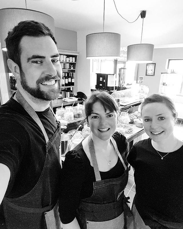 First breakfast of 2018, loving our new matching aprons! . . . . . #teampic #bestteam #worklols #blackandwhite #wildatlanticway #connemara #clifden #theinntothewest #galway