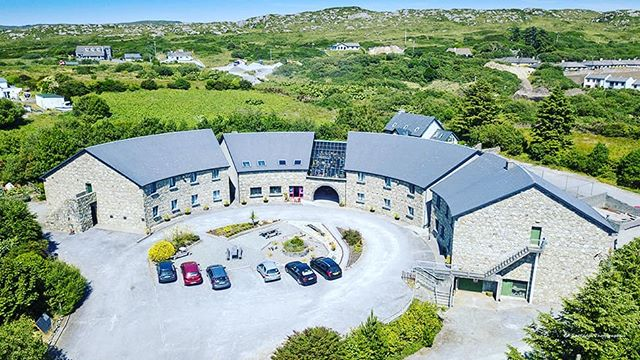 Thanks to our wonderful guests Ed & Lynnae for this great shot of the Inn . . . . . #theinntothewest #thislittleoldtown #aerial #wildatlanticway #connemara #clifden #instamoment #instagood #picoftheday #igers #ireland #instatravel #irelande #irland #irelanddaily #travelireland #galway #inntothewest #thisisgalway #nofilter #inspireland #dronesaregreat