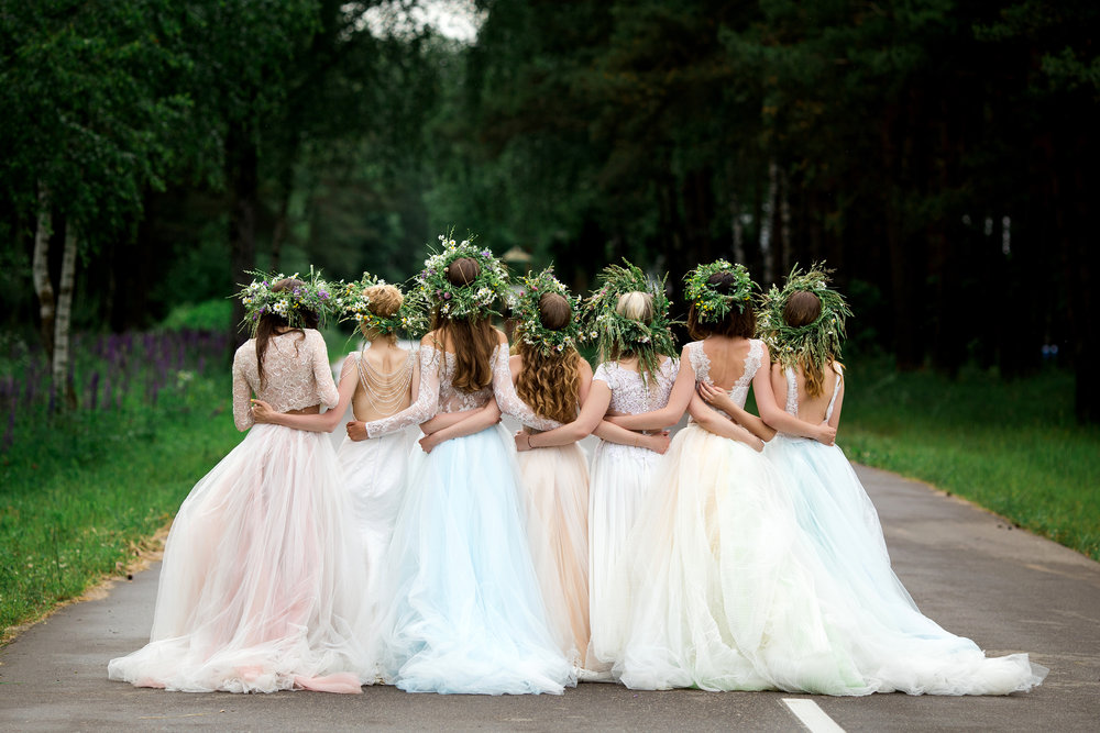 Bridal parties beautiful street photoshoot.