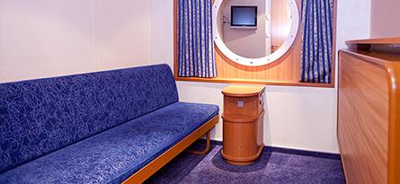 B2, 2 alavuodetta, ei ikkunaa   71e/hlö, kun hytissä 2 matkustajaa  140e/hlö, kun hytissä 1 matkustaja