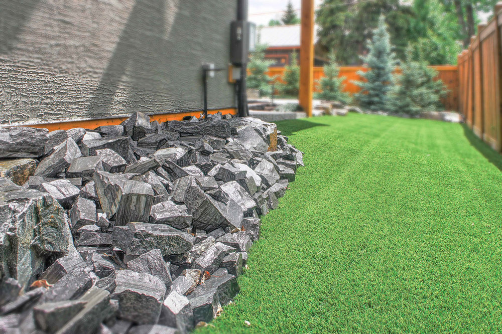 A backyard featuring maintenance-free stoneworks in the Calgary and Banff area