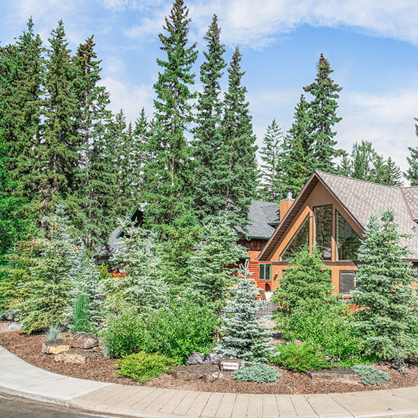 A front lawn complete with a garden in the Calgary and Banff area