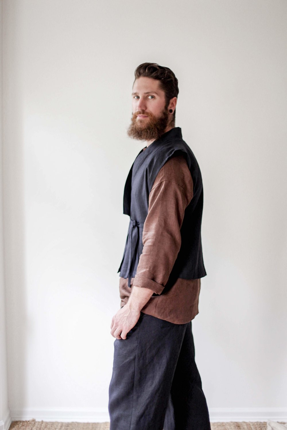 nomi-designs_mens-katara-vest_black_natural-linen-vest-for-men_side-tied.jpg