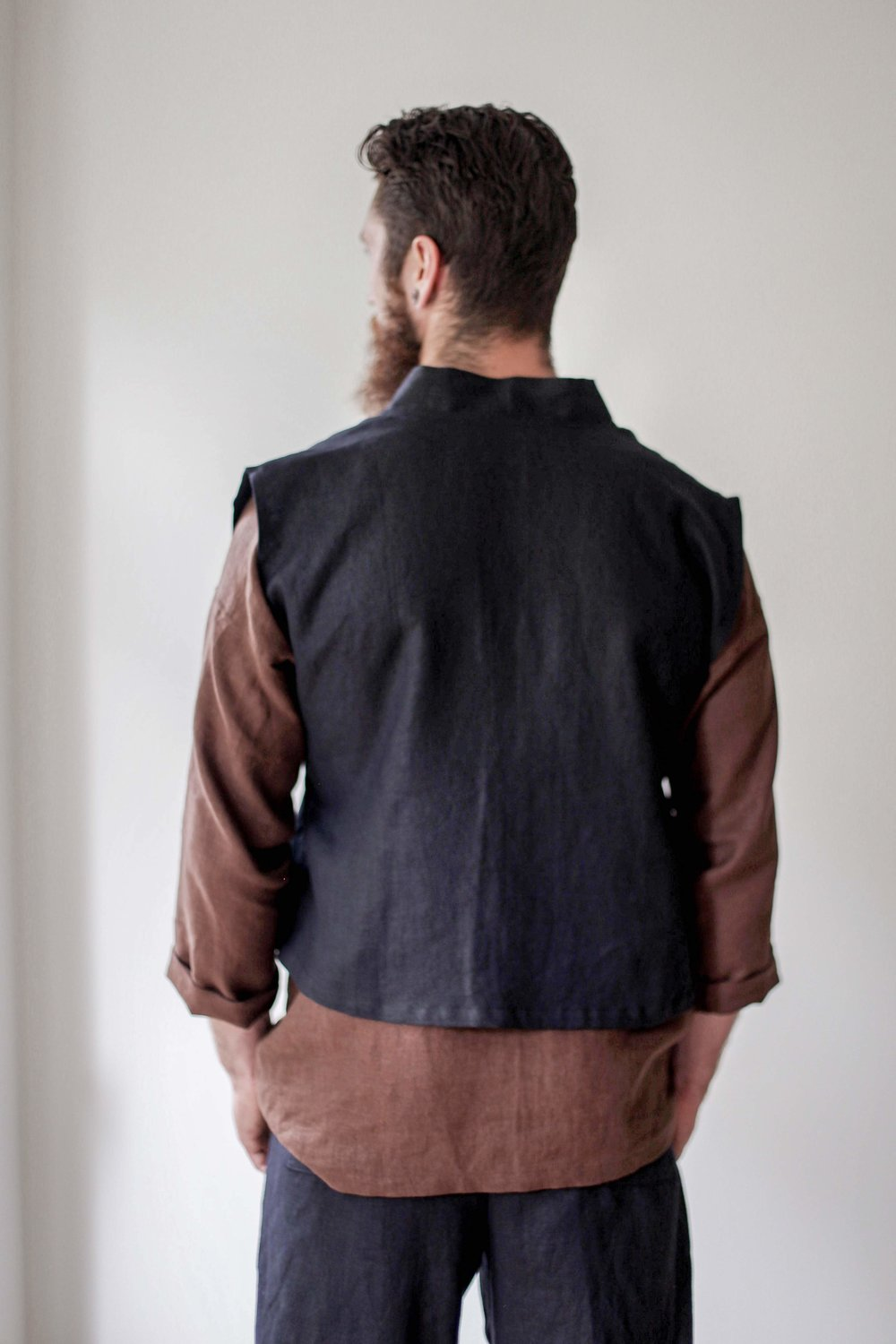 nomi-designs_mens-katara-vest_black_natural-linen-vest-for-men_back-tied.jpg
