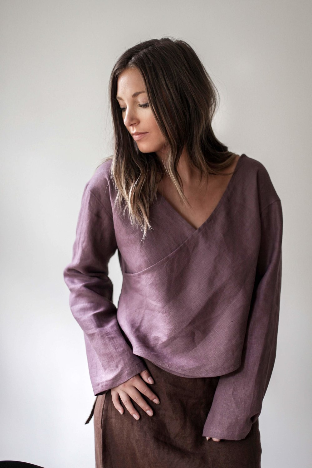 nomi-designs_taltal-top_plum-colored-linen-long-sleeve-reversible-top_front-detail.jpg