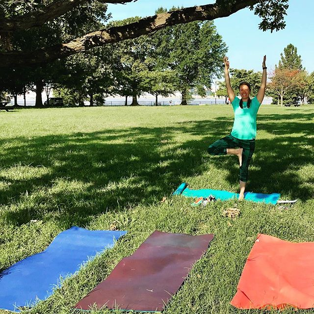 Join me this Sunday! 🚴🏻♀️🤸🏾♂️🧘♀️☕️😎 @districthardware #hainespoint #yogaoutside #sunshine #fall #optoutside