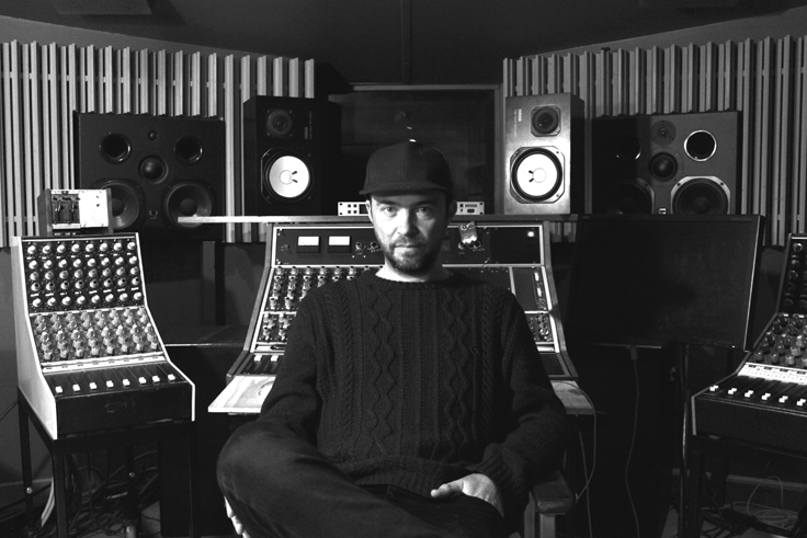 Uk based music producer and mix engineer Jim has worked with some of the UK's most iconic indie and new wave bands over the years, including New Order, The Charlatans and Black Grape. You can message Jim directly through Kollab and hire him for your own music  here .