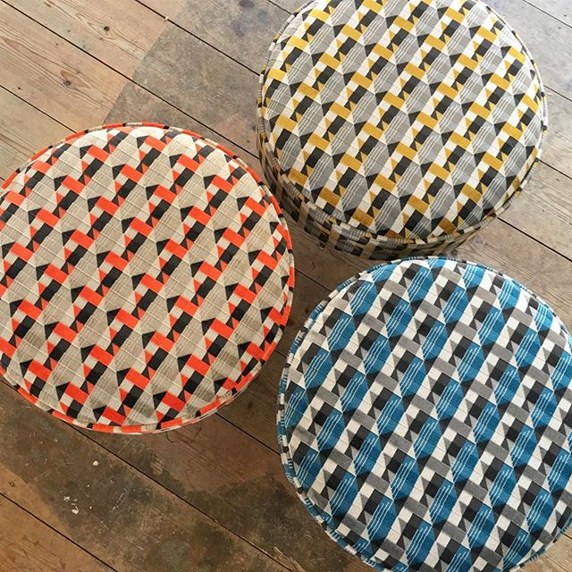 Who's joining me for my final footstool building workshop at the Red House Glass Cone in Stourbridge? Just 3 places remain for 21/22 July and you can make a beautiful hairpin leg footstool! No experience necessary 😊 . Link in bio