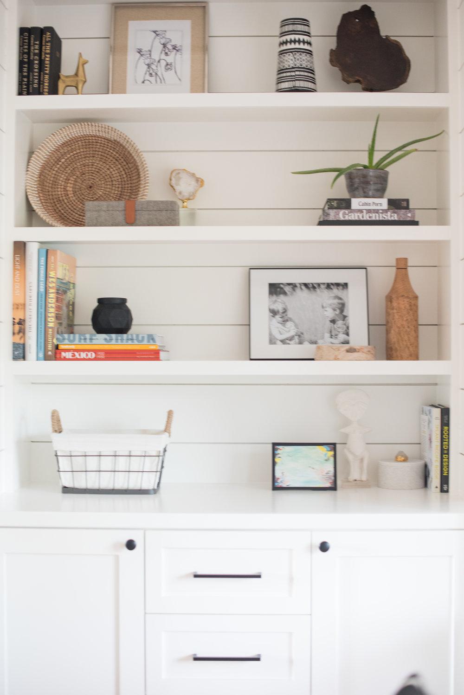 Black frame to style a bookshelf