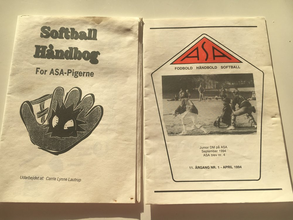 Guide with Softball Rules (left) and Club Literature From Arbejder Sport Aarhus (right)