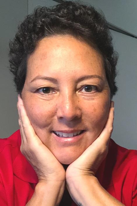 Carcinoma Ductal Invasivo, de Primera Etapa (1B) - • Nombre: Rachel Yasui• Detalles del cáncer: Carcinoma ductal invasivo, seno derecho• Primeros síntomas: No habían síntomas, una mamografía atrasada mostró un bulto• Tratamiento: Doble mastectomía: removieron todo el tejido del seno, quimioterapia: AC-T por seis semanas