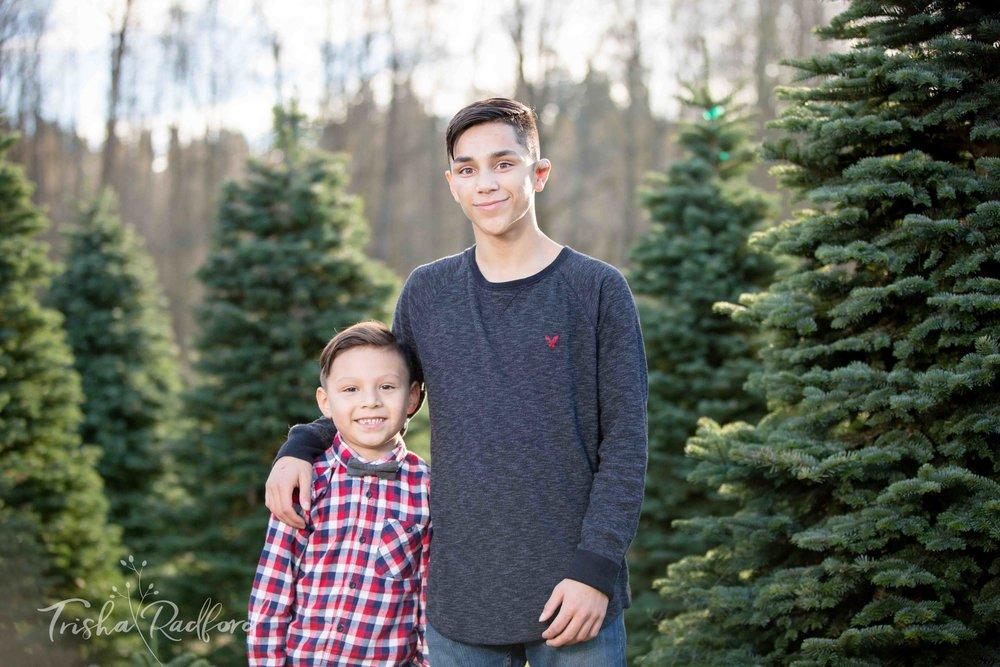 Snohomish County Family Photographer | Christmas Tree Farm Photos - Washington State Photographer Family Portrait Photographer Cruz