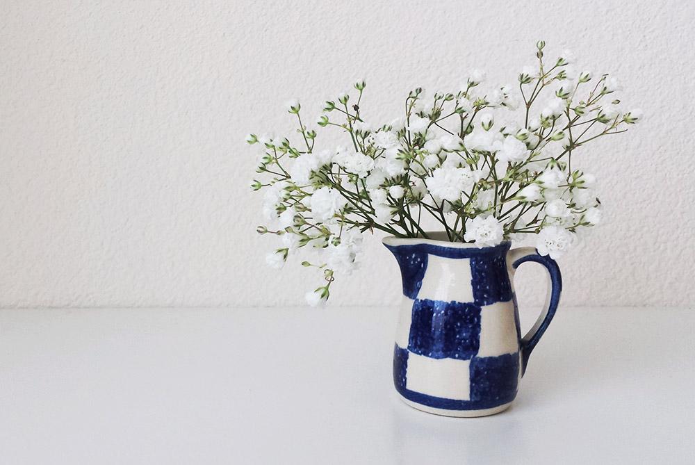 white-flowers-in-mini-vase.jpg