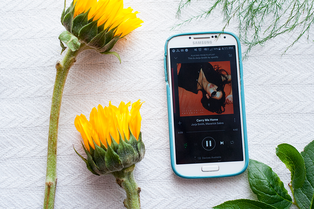2sunflowers_musicphone.png