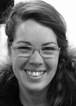 Isabelle Juneau,    productrice et relations producteurs   Isabelle est une productrice d'ail chevronné (Ferme Lu permaculture). Elle est notre spécialiste en matière agricole, achat local et le développement durable. De plus, elle s'occupe des relations avec les producteurs.