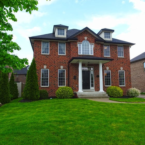 This stunning family home is ready to move in with immediate possession. View this listing on our website and to save thousands in commission on the sale of your house,  call us today! . . #realestate #zerocommission #fsbo #savethoussnds #Windsor #LaSalle #yqg