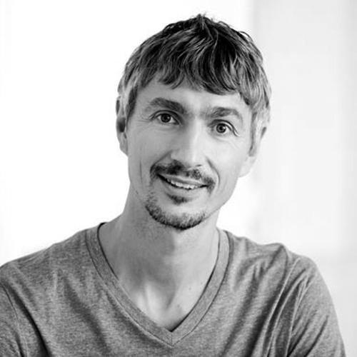 Nikolej Foged - Kropsterapeut og yogalærerEr kropsterapeut uddannet ved Body-sds. Han er blandt Danmarks allermest erfarne undervisere i kropsterapi - han har bl.a. undervist på Body-sds grunduddannelsen i over 10 år.Nikolej driver sammen med sin kone Center for kropskultur. Udover at tilbyde behandling, træning og udrensningskurser, har han her de sidste 8 år afholdt videreuddannelseskurser for kropsterapeuter i eget regi.Nikolej er også uddannet yogalærer hos Hamsa Yoga og musiklærer fra det rytmiske musikkonservatorium i Århus.