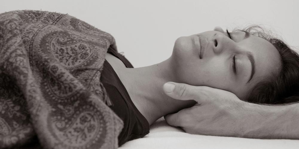 """BODY ALL MIND UDDANNELSE - Body All Mind, en unik holistisk kropsterapeut uddannelse. Vi gør, hvad vi kan for at uddanne dig til at blive den bedste behandler. Vi tror på det oldgamle begreb """"Know Thyself"""", og at du kun kan hjælpe og udvikle andre, hvis du kender dig selv. Når du begynder på kropsterapeut uddannelsen til Body All Mindbehandler, vil du derfor samtidig begive dig ud på en indre dannelsesrejse, hvor du gennem forskellige behandlingsmetoder møder nye dybder og sider af dig selv, som du vil arbejde med på forskellig vis i løbet af uddannelsen.TILMELDINGKontakt Mikael på 22 82 23 23 eller Martin på 51 16 18 16"""