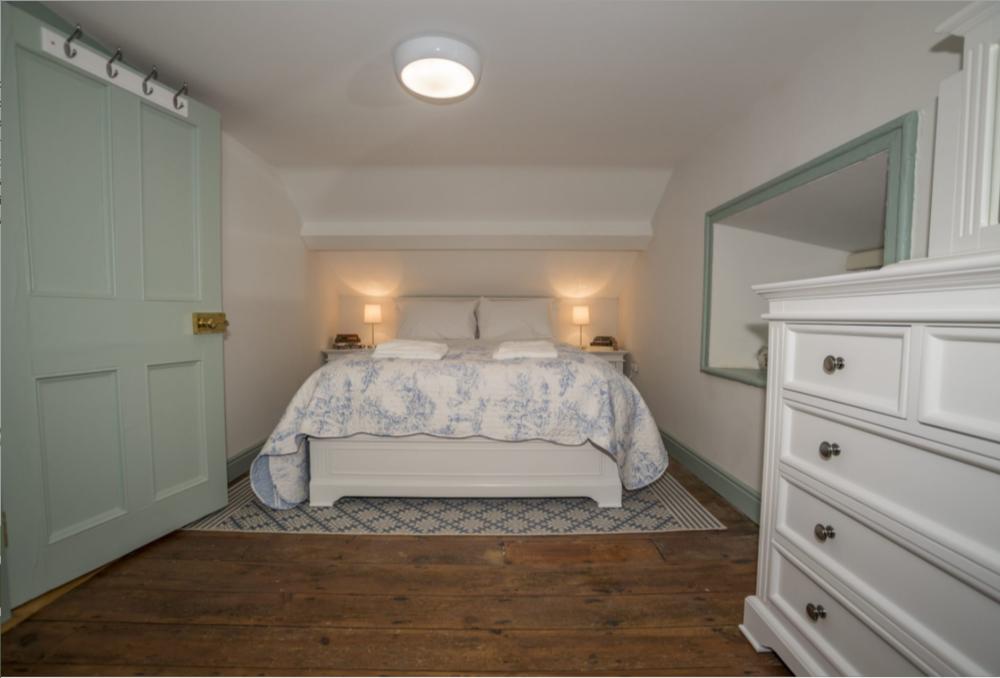 5 Bedroom.png