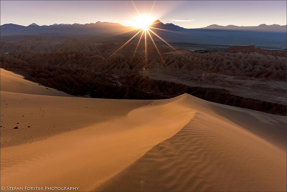 Sonnenaufgang über dem Valle de La Muerte bei San Pedro de Atacama