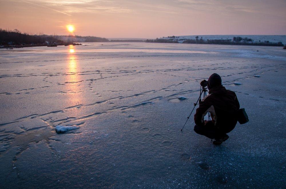 winter photography tripod Photo by  David Marcu  on  Unsplash