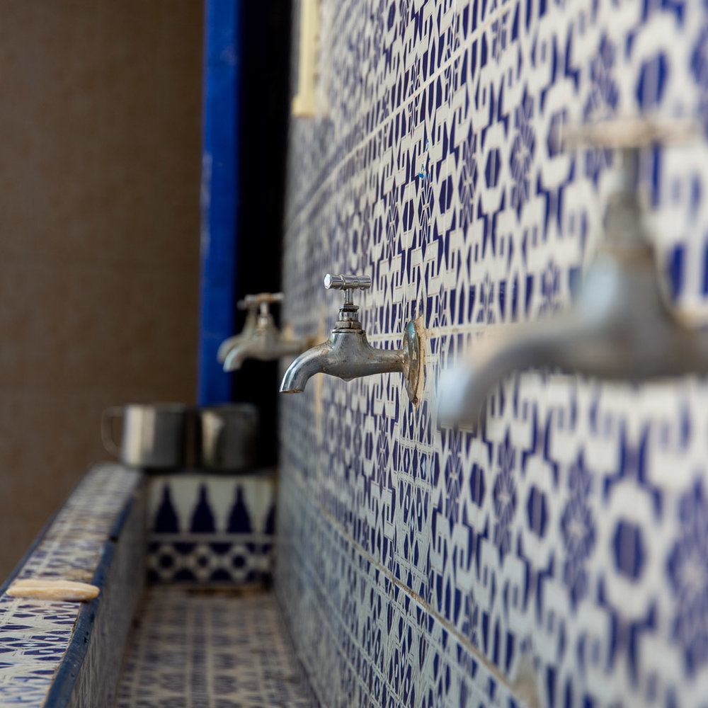Taps with a shallow depth of field in Marrakech at f/5