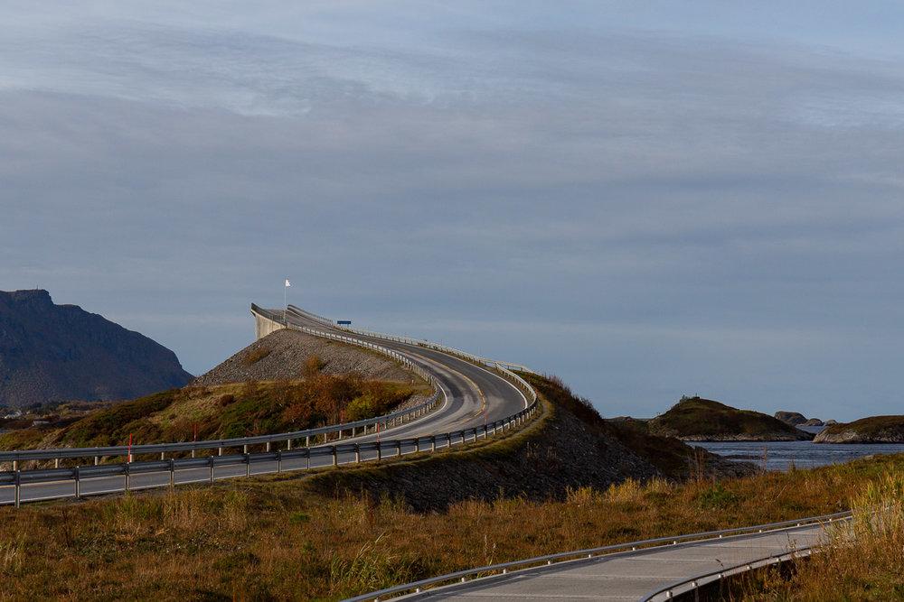 Storseisundet Bridge curves
