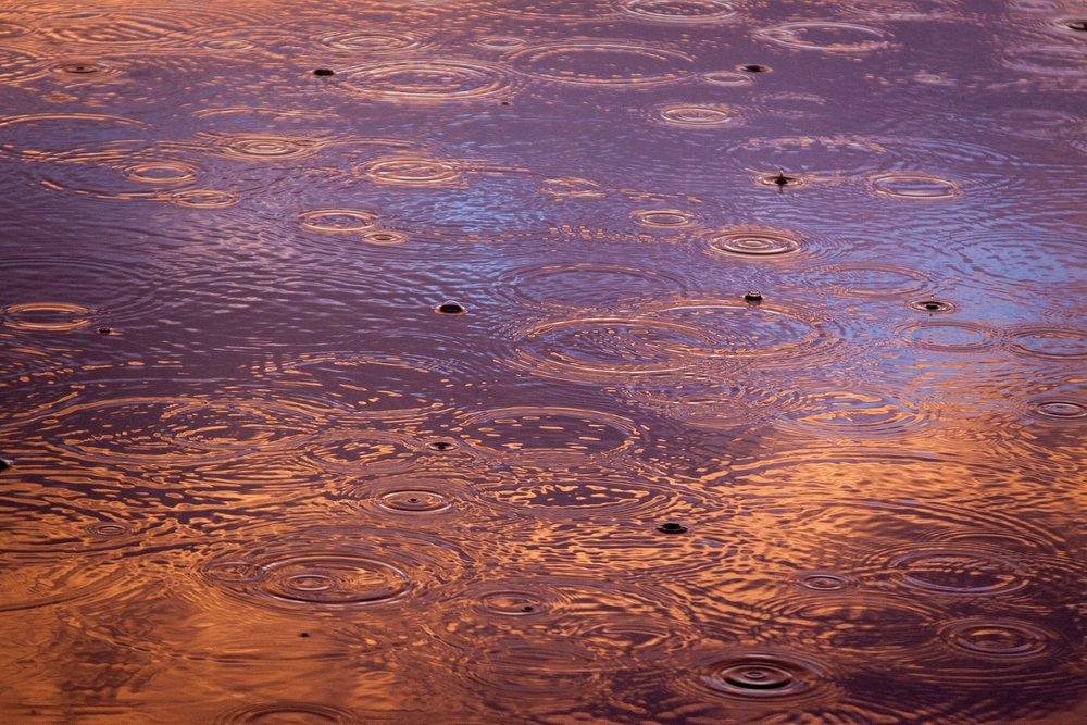 raindrops-1081724_1920.jpg