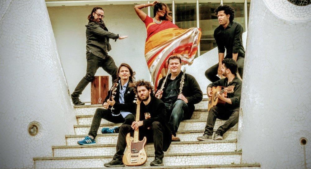 CANELA EN RAMA  Canela en Rama representa los sonidos de la música flamenca y su fusión con otros estilos como el jazz con sabores de la música del mundo.