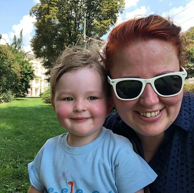 Believe of not we are sat on the grass that runs between a duel carriageway of sorts, right through the town. It's probably not in a guide book but it is a much welcome stop on a very warm summer day here in Kraków #travelwithkids #poland #krakow #visitkrakow #visitpoland #thiswelshmother #thiswelshmothertravels