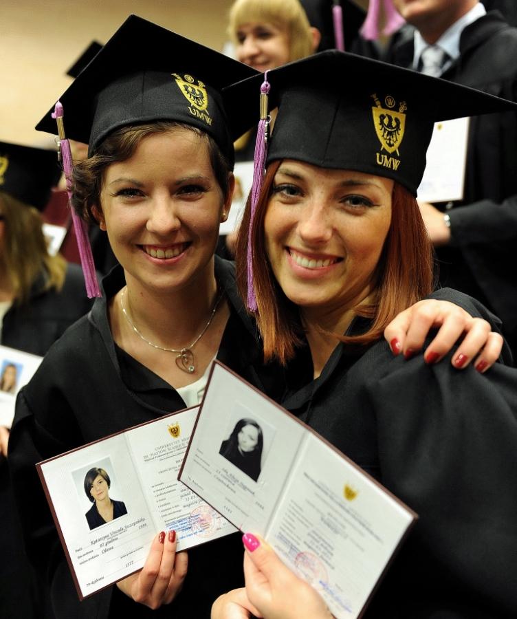 Các học sinh tốt nghiệp tại Ba Lan