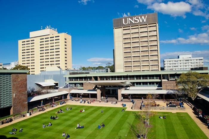 UNSW_Sydney-Students_talking_in_the_Grass_1-Australia-WEST1.jpg