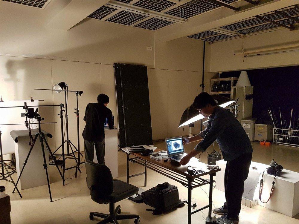 Sinh viên được thực hành làm việc với thiết bị chuyên nghiệp