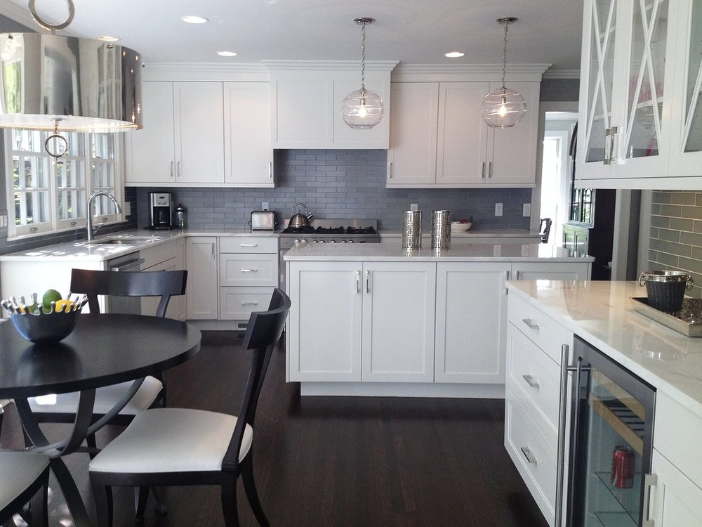 Grosse Pointe Farms Condo Renovation - Total renovation of colonial luxury condo including space planning, design and construction of; kitchen, bathrooms, new millwork, lighting, furniture and finishes. (3,100 sq. ft.)