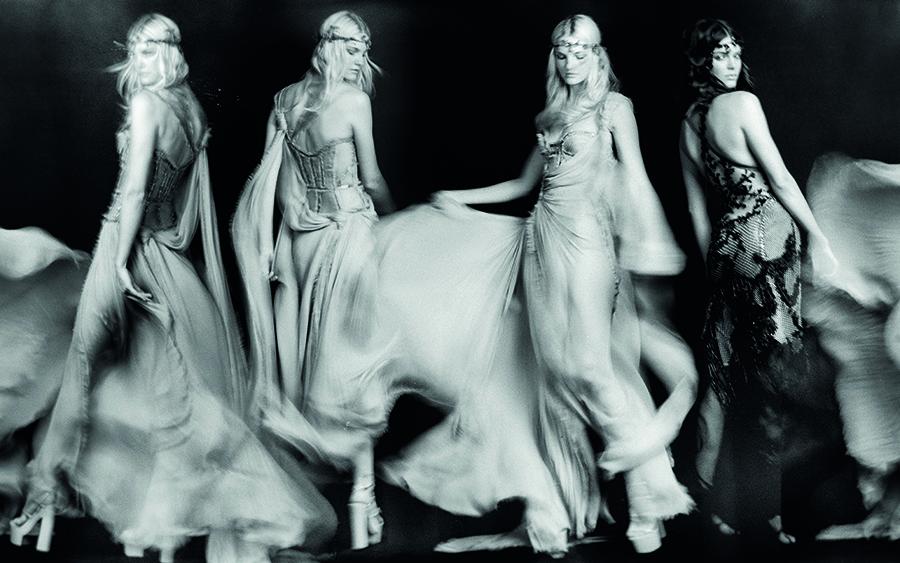 Atelier-Versace-book-FW15_Page_02-©Rahi-Rezvani.jpg