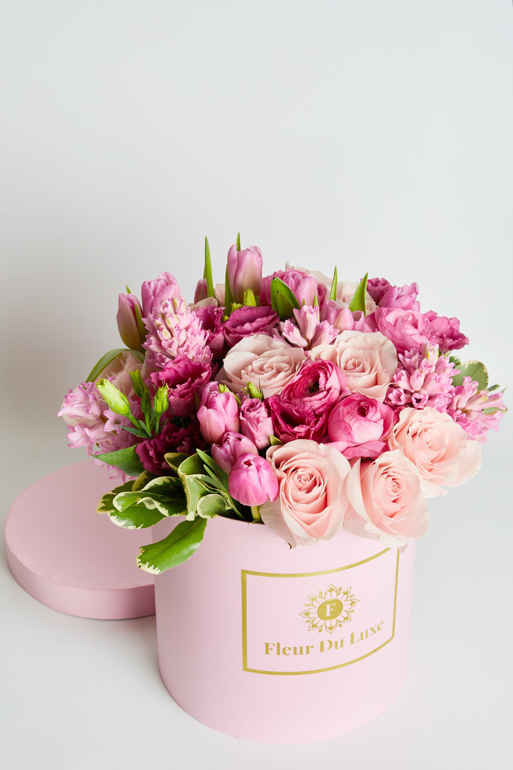 Round Box with Fresh cut flowers -