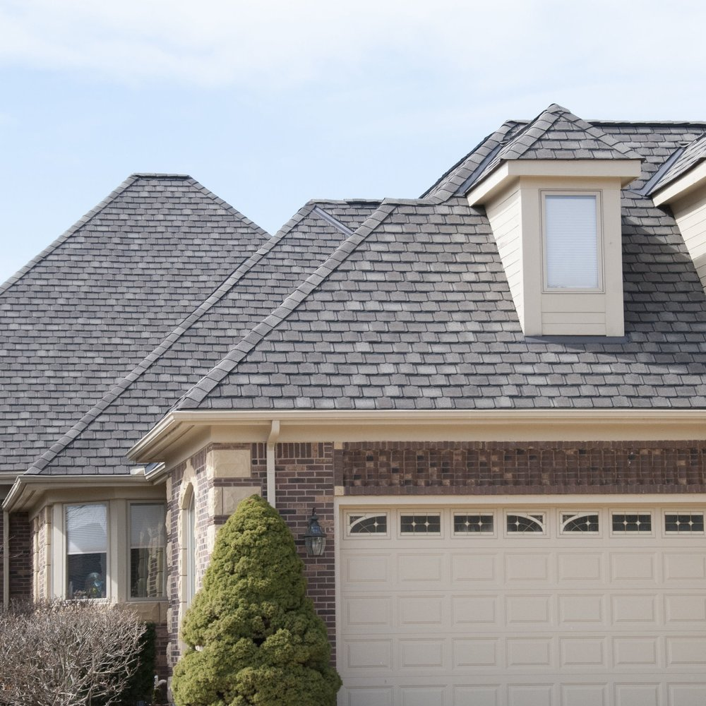 multi angled roof with garage door 2 closer.jpg