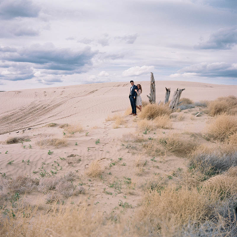 Utah desert engagement session - Road Trip Session by Yeoto Images Sarah Arnoff Yeoman