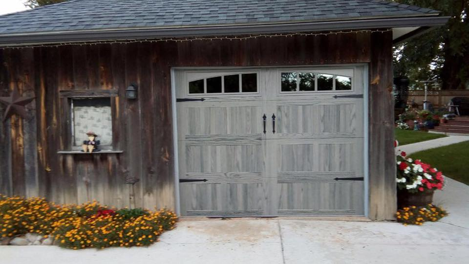 Driftwood CHI Garage Door 9 x 7