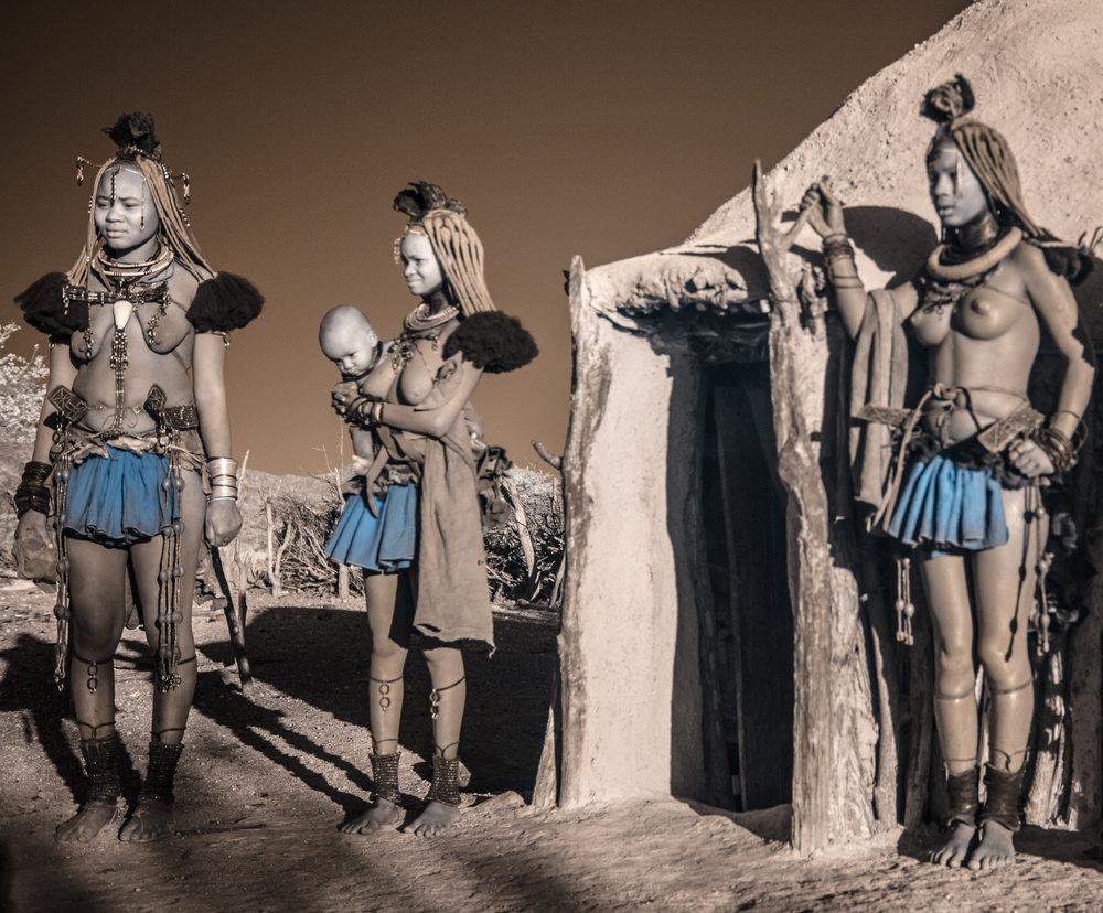 Namibia_dunes_etosha_san_red-1612.jpg
