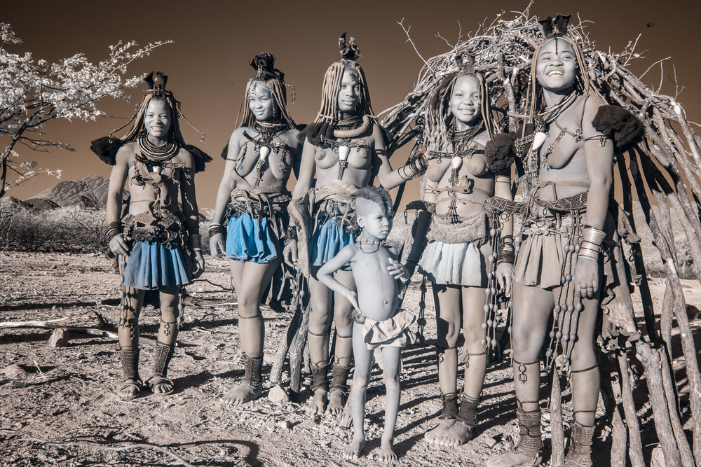 Namibia_dunes_etosha_san_red-1901.jpg