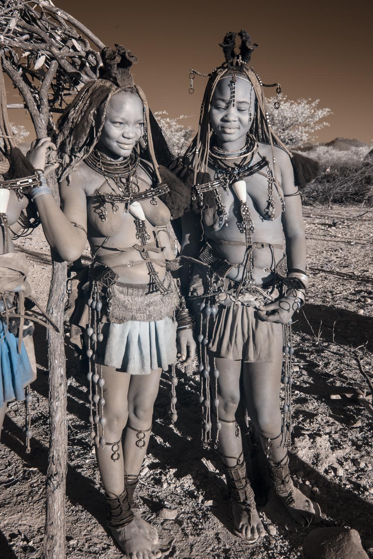 Namibia_dunes_etosha_san_red-1921.jpg