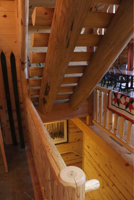 StairwaywithDiningTable.png