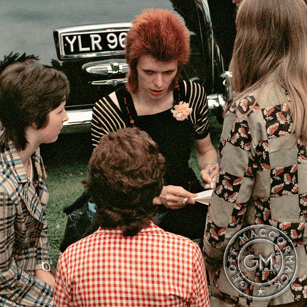 1973_signing_fans_1000sq.jpg