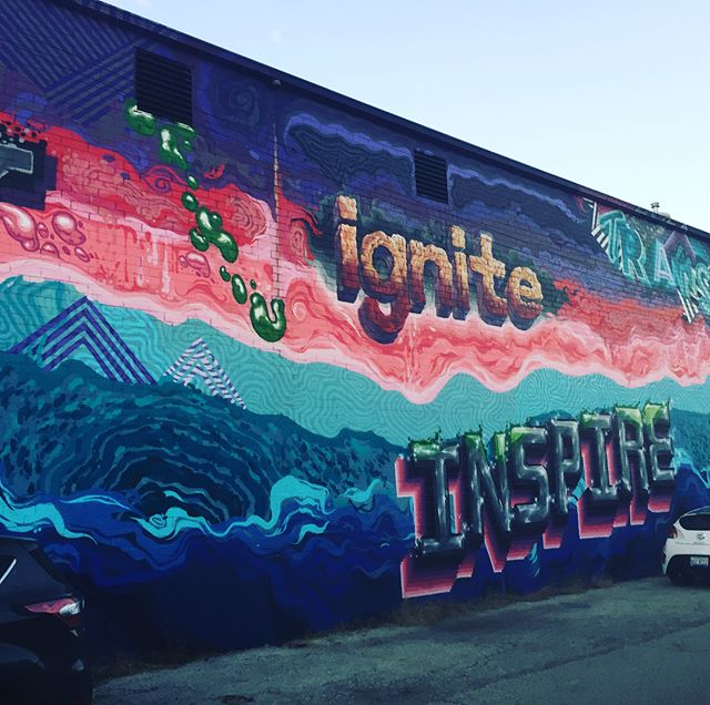 @igniteglass had an awesome open demo today and they made a glass snowman with a surf board, hipster hat, flower lay, and color hula skirt all made of glass. Also the mural by @stuk.one on the side elevated the whole experience. Thanks for the demo! They did this all in less than two hours. Another epic Sunday in the books! Y'all should check your Facebook event invites for cool free shit like this happening in the city. #igniteglassworks #westloop #chicago #chicagoshit #sundayfunday