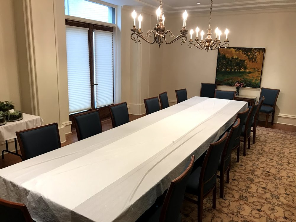 Small Dining Room:  a cozy and intimate space for sit down breakfasts, brunches, luncheons, dinners or meetings. The room can accommodate 15 – 25 guests.